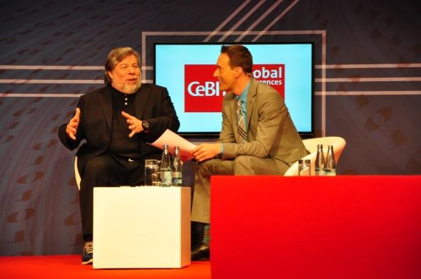 Steve Wozniak auf der CeBIT: Der Apple-Mitgründer war gut drauf und stand Rede und Antwort – nicht zuletzt auch bei Fragen aus dem Publikum (Foto: Johannes Schuba)