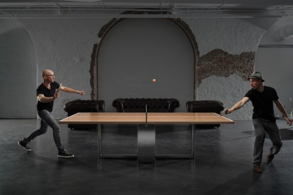 Office-Gadget als Luxusgut: Der T.Table ist Konferenztisch und futuristische Tischtennis-Platte in einem. (Foto: Aviel Avdar)