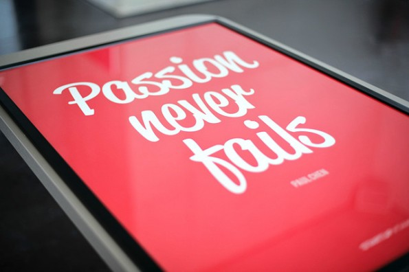 Einfacher und günstiger lässt sich das Büro nicht aufpeppen: Die stilechten Motivational-Poster von Startup-Vitamins. (Foto: Startup Vitamins)