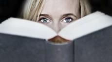 Bei einer Schreibblockade kann es helfen, sich von anderen Texten inspirieren zu lassen.