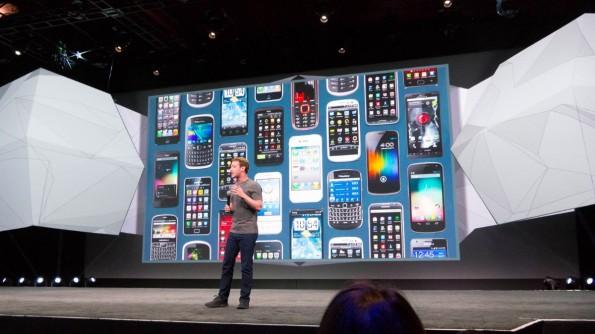 Mark Zuckerberg erklärt auf der f8-Konferenz dass Facebook seine Zukunft im Mobile-Bereich sieht. (Foto: Moritz Stückler)
