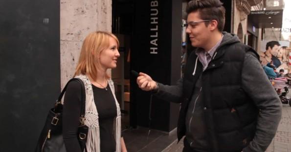 Lukas Zdrzalek und Till Daldrup haben in Köln getestet, wie Passanten auf die Google Glass reagieren. (Screenshot: YouTube)