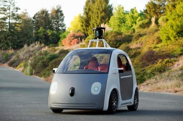 Googles selbstfahrender Zweisitzer kommt ohne Lenkrad und Bremse aus.