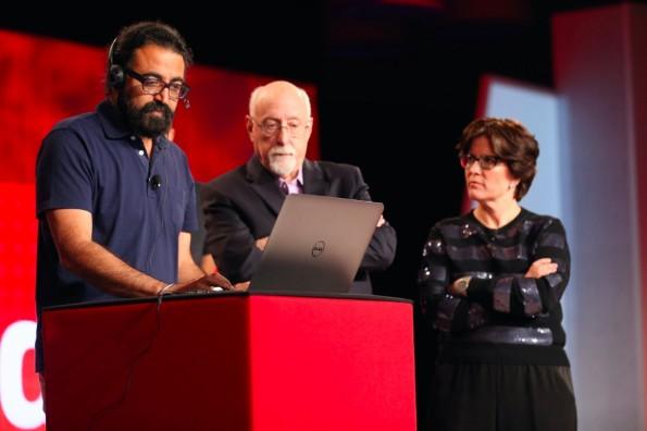 Singh Pall von Skype demonstriert die neue Translator-Funktion für Walt Mossberg und Kara Swisher. (Quelle: blogs.technet.com)