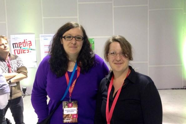 Christine und Julia auf der re:publica 2014: Der Workshop hat sie motiviert, auch (wieder) mit dem Programmieren anzufangen. Foto: t3n.