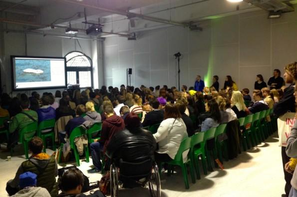 """Mehr als gut besucht: Der Workshop """"Programmieren für Nullcheckerbunnys"""" auf der re:publica 2014."""