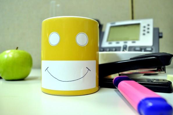 Happy Working: Wer sich auf der Arbeit wohl fühlt, der bringt in der Regel auch mehr Leistung. (Foto: Glen Wright  via flickr , Lizenz   CC BY 2.0)