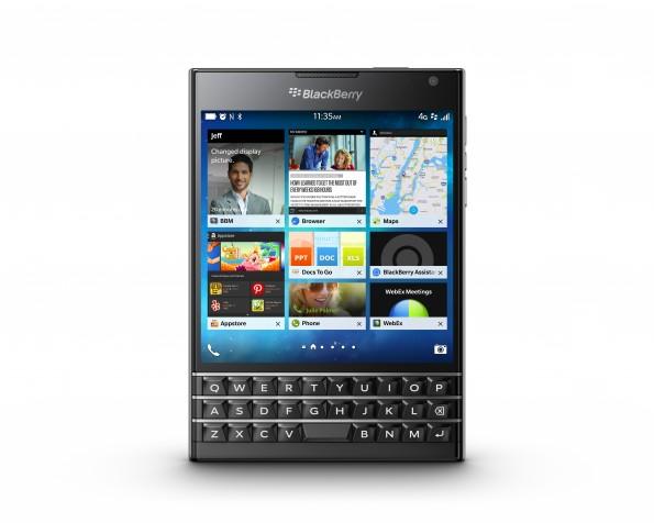 Das BlackBerry Passport kommt mit einem quadratischen Display und kapazitiver Tastatur. (Bild: BlackBerry)