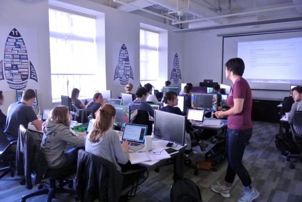 Im RocketU-Bootcamp werden Studenten in JavaScript, Python und Co. ausgebildet. (Foto: Andreas Weck)