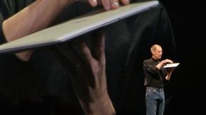 Körpersprache im Arbeitsumfeld: So tritt man während Präsentationen und Kundengesprächen auf [Infografik]