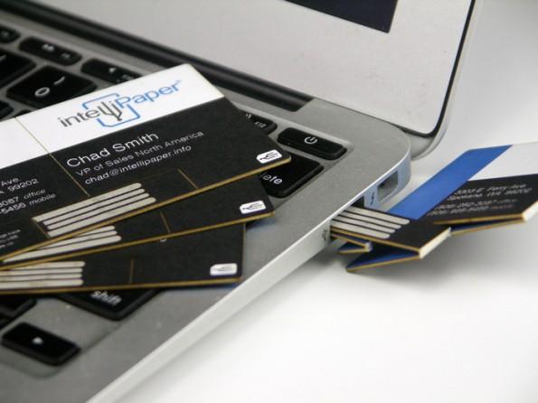 Networking: swivelCard verbindet die klassische Visitenkarte mit dem Internet. (Foto: intellipaper)
