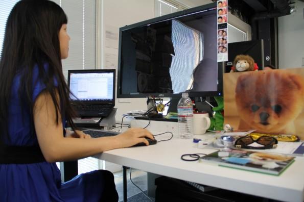Eine Mitarbeiterin bei der Arbeit. (Bild: Facebook)