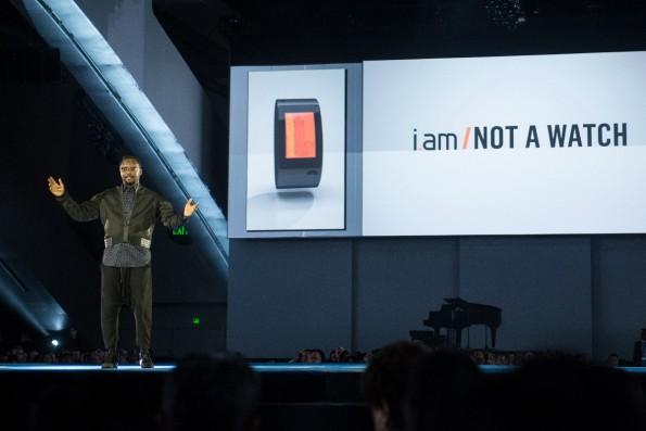 Will.i.am präsentiert seine Smartwatch Puls. (Foto: © Jakub Mosur Photography)