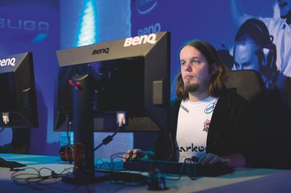 Giacomo Thüs ist einer der besten Starcraft-II-Spieler Deutschlands. Er ist einer der wenigen, die davon leben können, zu spielen. (Foto: Thekla Ehling)