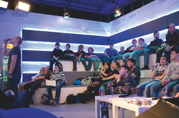 """Das Publikum – """"Irgendwie scheint niemand in diesem Raum über 30 zu sein."""" (Foto: Thekla Ehling)"""