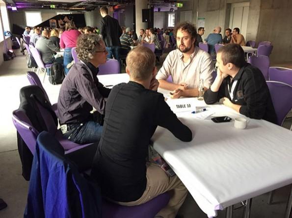 Um die Zukunft von TYPO3 als Marke ging es im World-Café, bei dem die Teilnehmer ihre Ideen einbringen konnten. (Foto: anders und sehr)