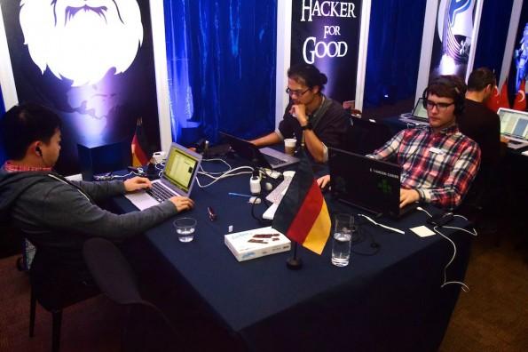 Das deutsche Entwicklerteam um Andreas Osowski, Ulysses Hsiúng-Luó und Hoa Huynh. (Foto: PayPal/Braintree)