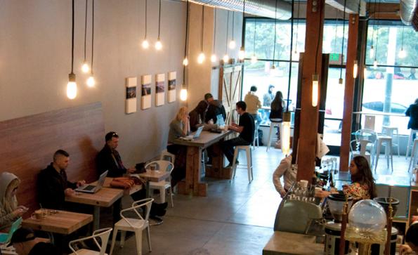 Arbeiten im Coffeeshop: Cafés wie das Flywheel in San Francisco bieten eine nette Abwechslung zum Büro. (Bild: Flywheel)