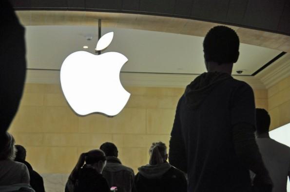 Apple will jetzt auch Unternehmenskunden an iOS binden. (Foto: JoeInQueens / Flickr Lizenz: CC BY 2.0)