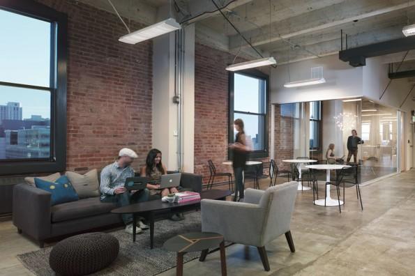 Startup-Büros: So gemütlich geht es bei der Crowdfunding-Seite Indiegogo zu. (Foto: Officelovin)
