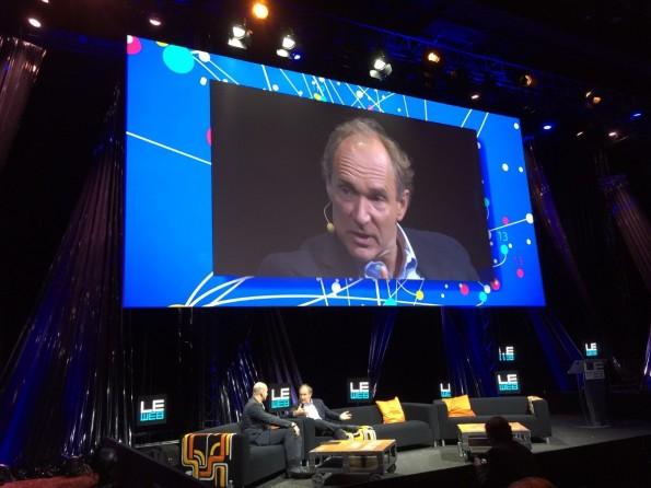 Der Erfinder des WWW, Tim Berners-Lee, im Gespräch mit LeWeb-Gründer Loic Le Meur. Er sprach sich ein offeneres Internet aus, betonte jedoch, dass wir als Gesellschaft dafür kämpfen  müssen. (Foto: Luca Caracciolo)