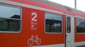 Digitale Gesellschaft: Verkehrsminister Dobrindt fordert Gratis-WLAN auch in Regionalzügen