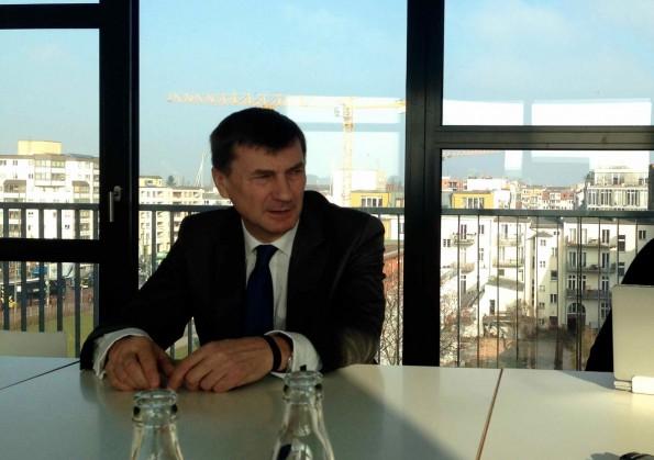 """""""Ideen von Startups sind in dieser Kommission sehr willkommen"""": EU-Digitalkommissar Andrus Ansip auf dem Startup Europe Summit in Berlin. (Foto: t3n)"""