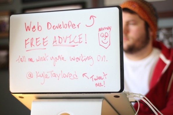 DrawAttention: Die Whiteboard-Folie macht die Rückseite eures Notebooks zu einem Whiteboard. (Foto: DrawAttention)