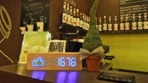 Schicker Fan-Counter aus Holz: So behaltet ihr die Anzahl eurer Facebook-Fans stilvoll im Blick