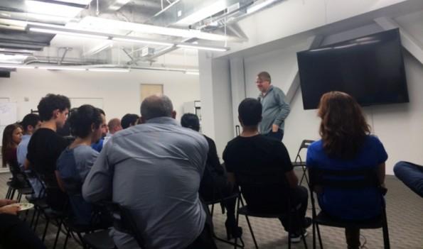 Fireside Chat mit dem US-amerikanischen Autor und Blogger Robert Scoble. (Bild: YogaTrail)