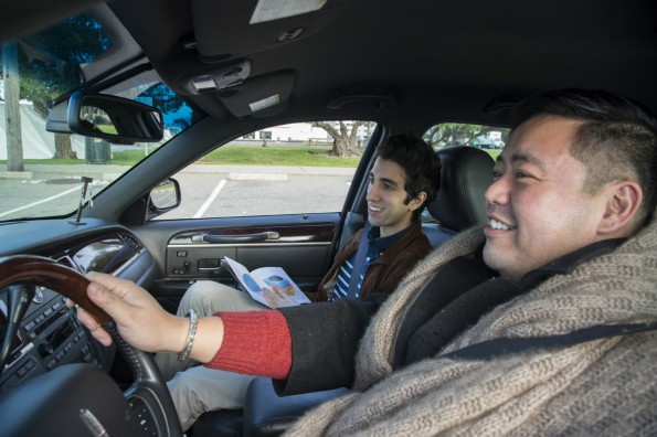 Der Uber-Fahrer ist zugleich Besitzer eines Online-Schmuckshops: Das Auto dient als mobiler Showroom. Uberpreneurship heißt das Konzept. (Foto: Gavin Escolar)
