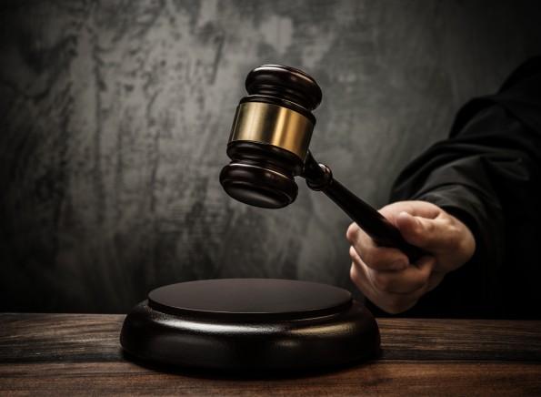 Erstes Leistungsschutzrecht-Exempel: Verlag rächt sich mit Abmahnung ab Medienagentur. (Bild: Shutterstock / Nejron Photo)