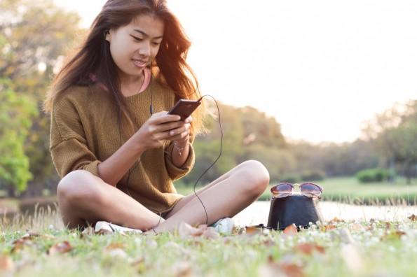 Smartphone-Nutzung in Deutschland: 98 Prozent knipsen Fotos, 93 Prozent surfen im Netz. (Bild: Shutterstock / Blackzheep)