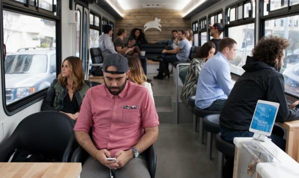Bequeme Sitze, kostenloses WLAN und eine Snackbar: So will Leap viele Pendler zu Kunden machen. (Foto: Leap)