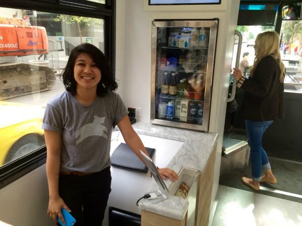 Über das Bord-Catering können Nutzer neben kalten Fruchtsäften auch Joghurt und Snacks kaufen. (Foto: t3n)