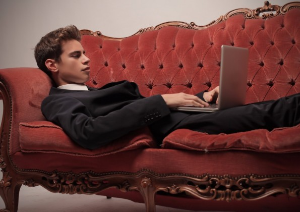 """Alles ganz nett – aber wem nützt es, wenn Unternehmen sich Influencer """"kaufen""""? (Foto: Shutterstock)"""