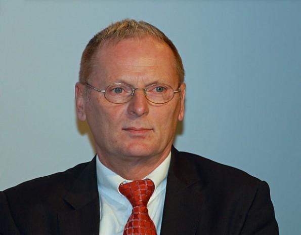 Jochen Homann: Bundesnetzagentur fordert Überwachungsmöglichkeiten für WLAN-Hotspots. (Foto: A.Savin / Wikimedia Commons Lizenz: CC BY-SA 3.0)