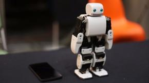 Plen2: Der Arduino-kompatible Roboter aus dem 3D-Drucker
