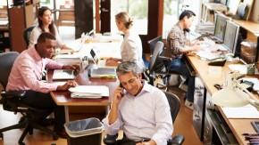 Die Tücken des Großraumbüros: 63 Prozent halten laute Kollegen für die größte Ablenkung [Infografik]