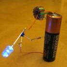 """Maker holen mit dem """"Joule Thief"""" aus vermeintlich leeren Batterien noch Saft heraus. (Foto: Instructables.com)"""