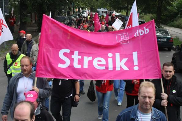 Streik, wohin man schaut: Zahlreiche Berufsgruppen gehen 2015 in den zeitweisen Ausstand. #FLICKR#