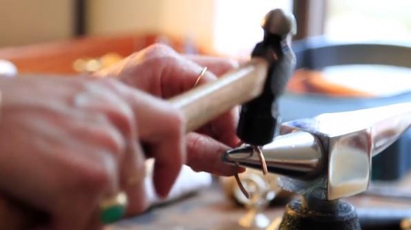 Von Hand gefertigt muss es sein, wenn das Produkt bei Handmade at Amazon angeboten werden soll. (Screenshot: Amazon Handmade)