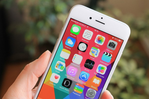 Unter iOS 8 gab es bei zu wenig Speicherplatz ein Problem beim Update, iOS 9 soll dies nun selbstständig lösen. (Foto: Ellica / Shutterstock.com)