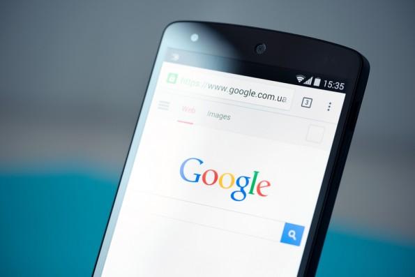 Die Google-Suchanfragen werden immer mobiler. (Foto: Bloomua / Shutterstock.com)