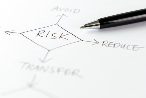 "Proaktives Arbeiten hilft dabei, Risiken möglichst früh zu erkennen. (Foto: <a href=""http://www.shutterstock.com/de/pic-243285325/stock-photo-risk-management-flow-chart-written-on-white-paper.html?src=RURZxPB4s5-qNHDJWLnBGQ-1-109"">Shutterstock</a>)"
