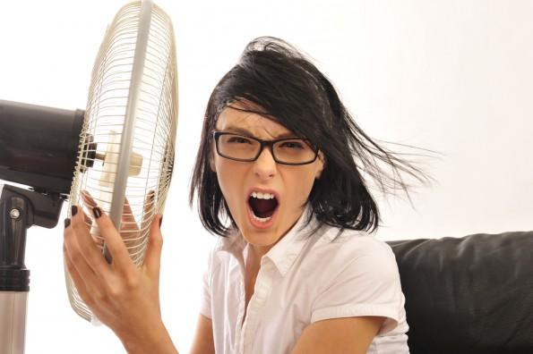 Ab 35 Grad hat ein Mitarbeiter das Recht von seinem Arbeitgeber einen kühleren Raum zu verlangen – oder freizubekommen. (Foto: Shutterstock-Milles Studio)