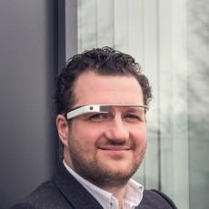 Christopher Bouveret von Itizzimo will die Lagerhäuser der Versanddienstleister mit Google Glass effizienter machen. (Foto: Xing)