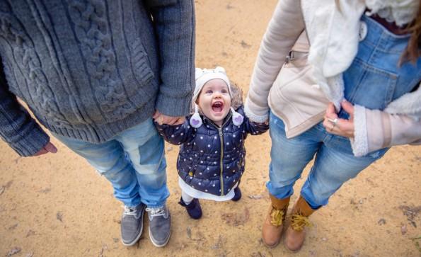 Sich eine Auszeit für das Kind zu nehmen, kann leider immer noch Nachteile im Job bedeuten. (Foto: Shutterstock )