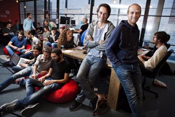 Die Blendle-Gründer Alexander Klöpping und Marten Blankesteijn. Foto: Leonard Fäustle