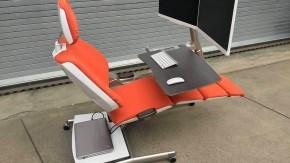 An diesem Schreibtisch kannst du bequem auch im Liegen arbeiten